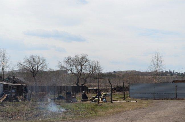 В поселке Поля Орошения пожарных встретили кострами