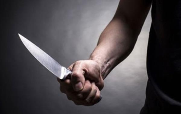 Угрожал ножом и требовал денег