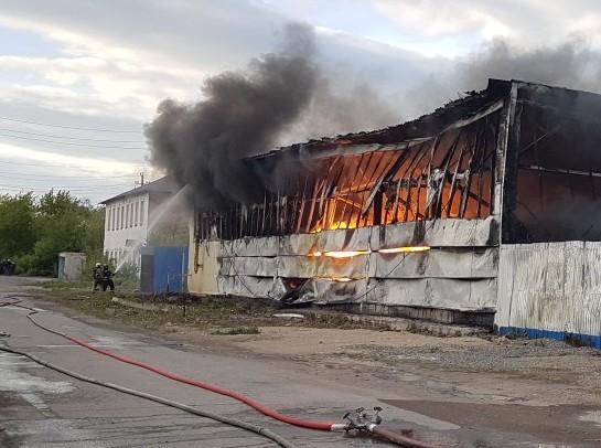 Крупный пожар удалось ликвидировать только ночью