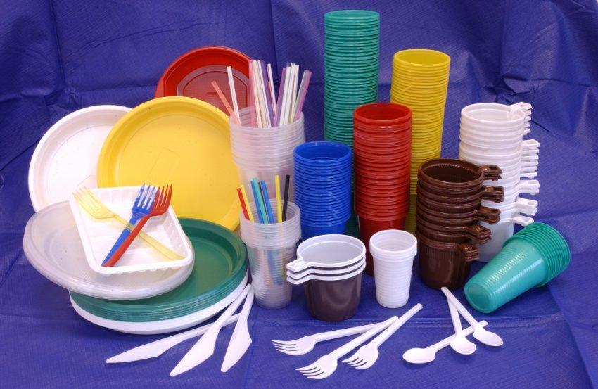 В России хотят запретить пластиковую посуду