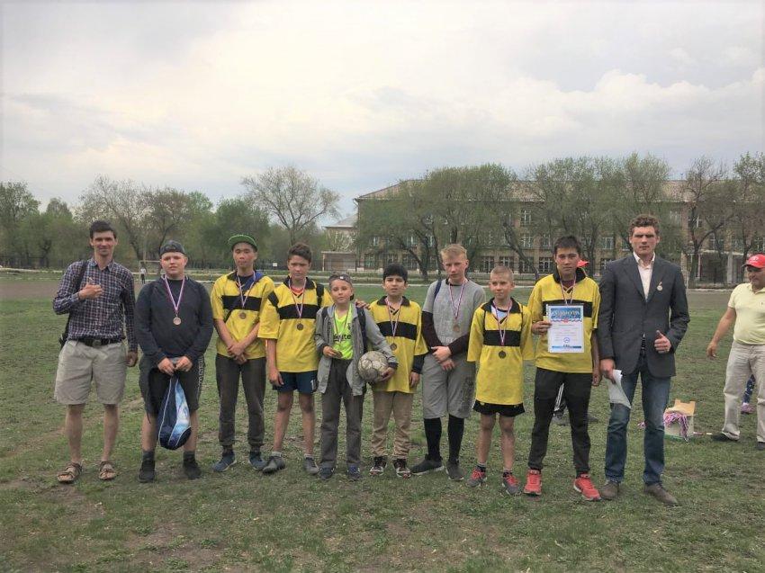 В Магнитогорске прошёл турнир по троеборью