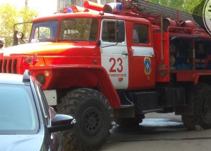 Магнитогорские пожарные спасли мужчину из горящей квартиры