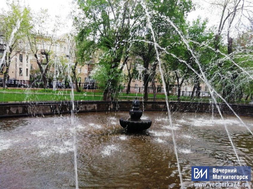 В сквере Металлургов шумят фонтаны