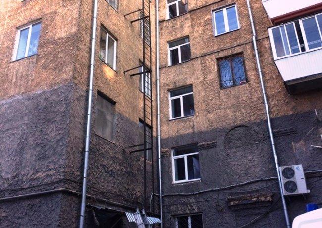 В Магнитогорске из окна выпал человек
