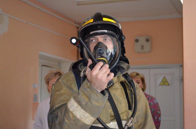 Пожарные спасли лаборантов и пациентку из огня