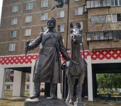 В Магнитогорске установили памятник казакам
