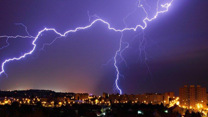 Осадки с градом и сильный ветер прогнозируют на Южном Урале