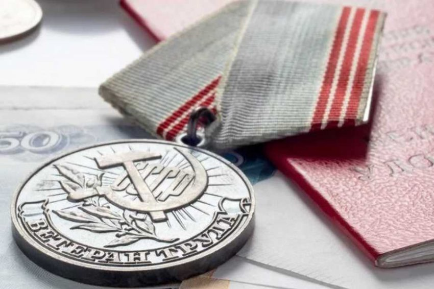 Увеличатся ежемесячные выплаты ветеранам труда Челябинской области