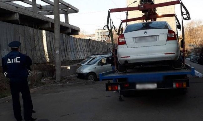 Евгения Фокина лишили водительских прав