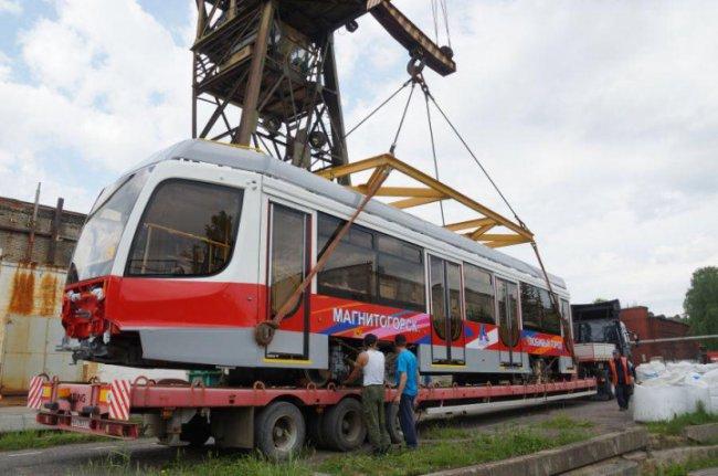 В Магнитогорск отправили юбилейные трамваи