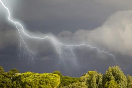 На Южном Урале прогнозируют грозы, осадки и сильный ветер
