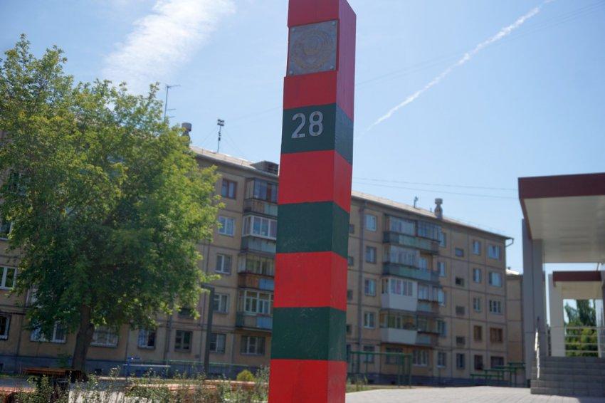 Пограничный столб вкопали в центре города!