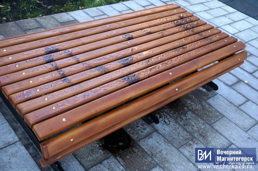 Неизвестные устроили алкопикник у ног Ивана Ромазана