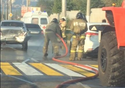 Молодая девушка попала под колёса автомобиля
