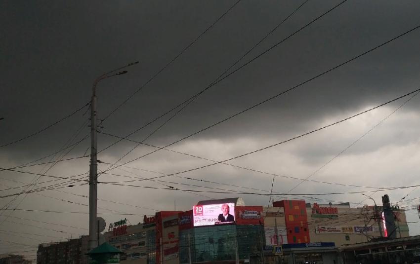 Магнитогорск заливает сильным дождем с градом