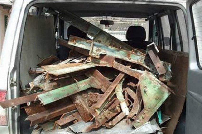 Похитили более 400 килограммов железнодорожных деталей