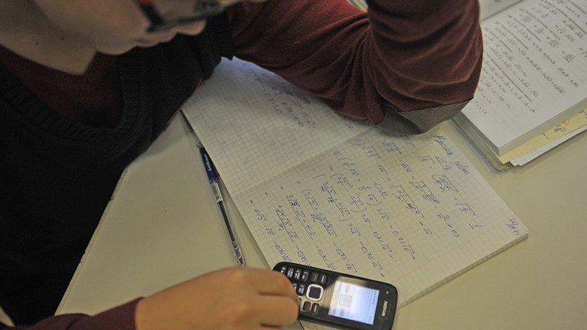 В школах могут запретить мобильные телефоны