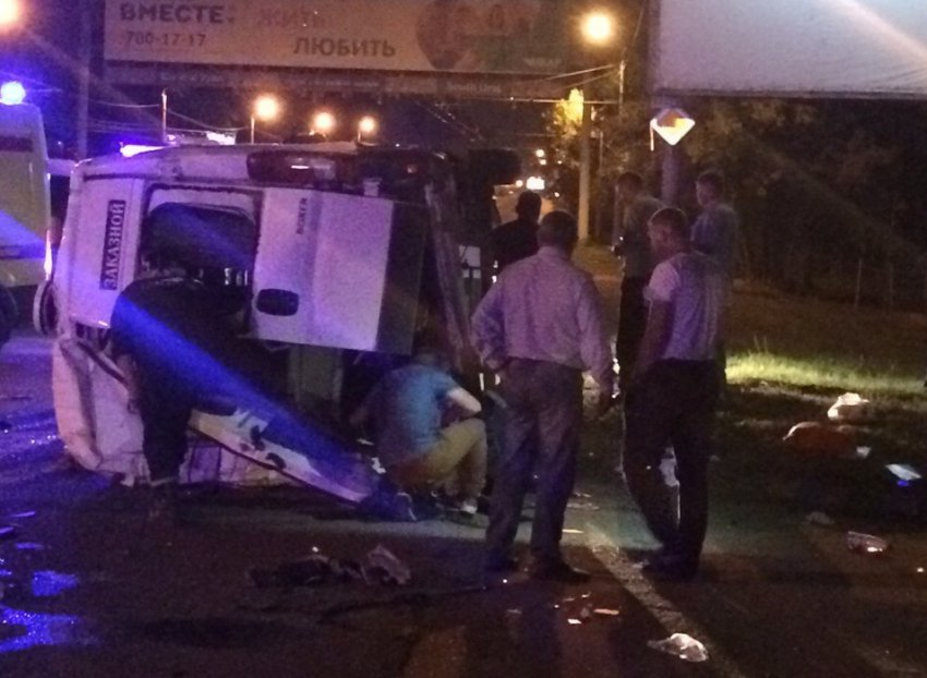 В ДТП пострадали 13 человек