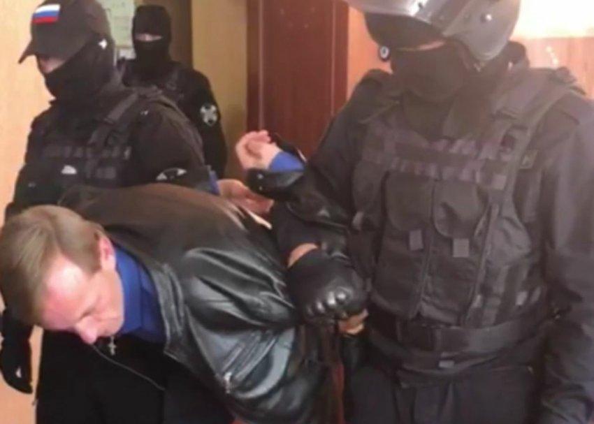 Спецназ задержал чиновника