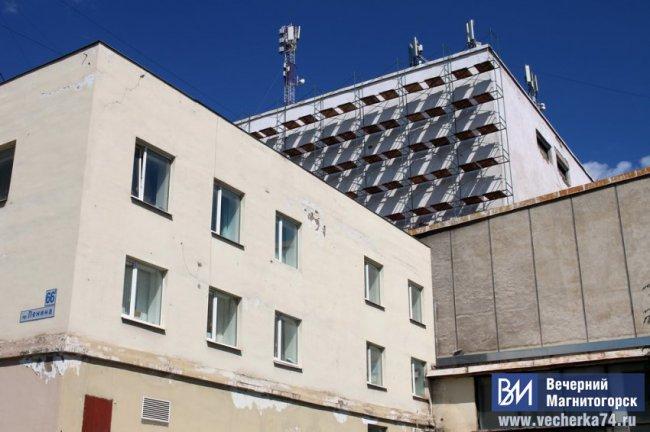 На крыше театра Пушкина травмировался рабочий