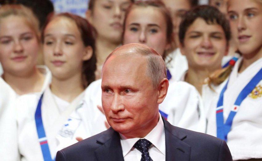 Путин наградил юных магнитогорских дзюдоистов