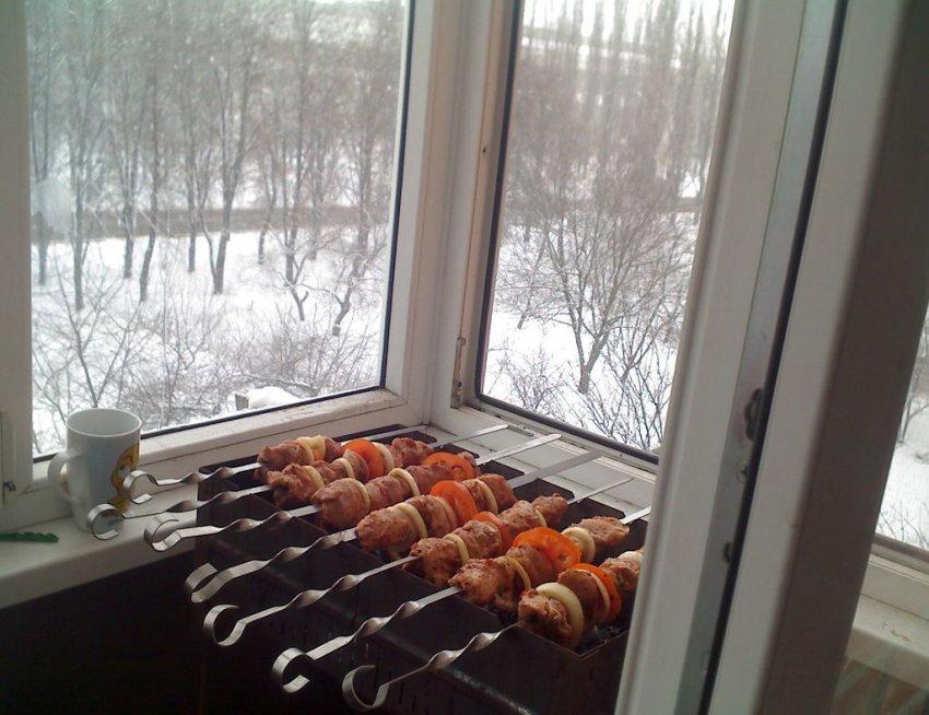 Курить и жарить шашлыки на балконе запретят