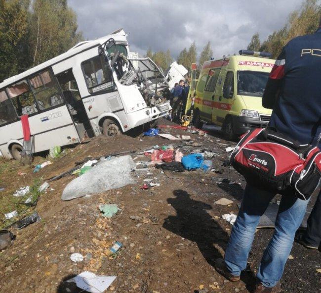 В ДТП в Ярославской области погибло семь человек