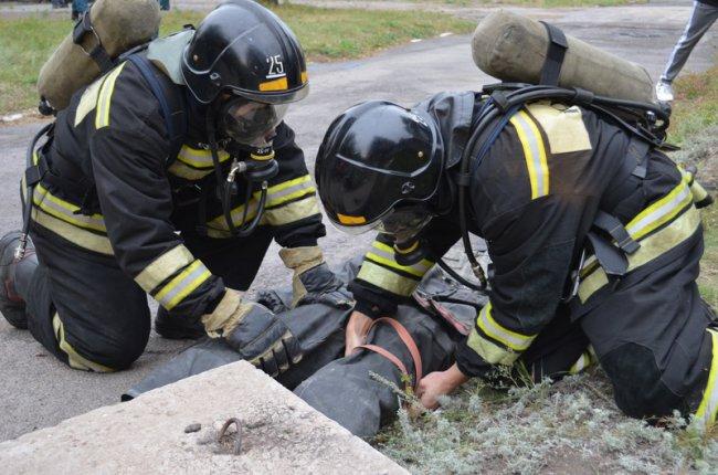 Спасли человека из задымленного здания