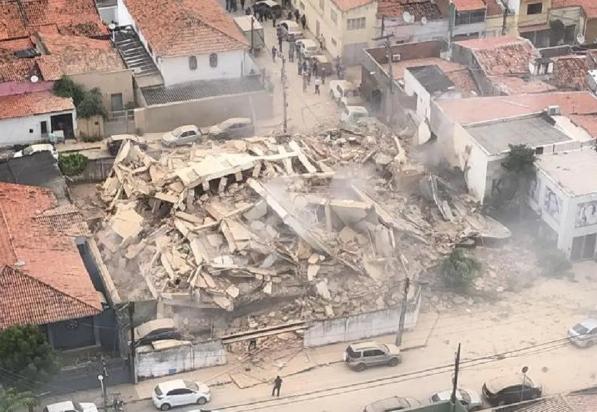 В Бразилии обрушился многоэтажный дом