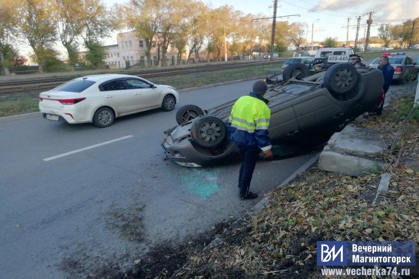 Автомобиль перевернулся на крышу