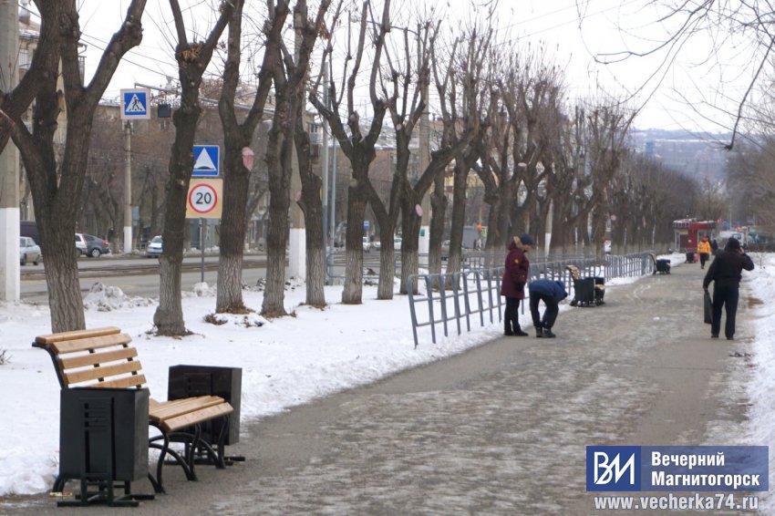 Каждому пешеходу по лавочке...