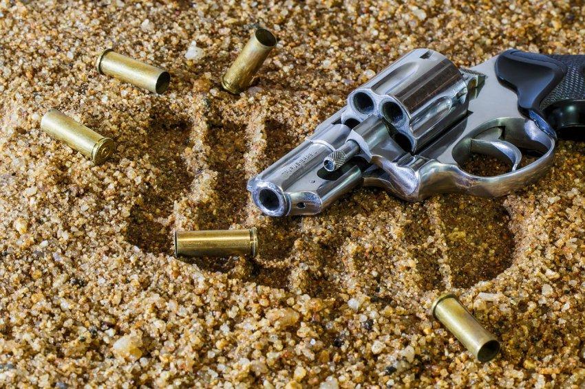 Мужчина открыл стрельбу в здании мирового суда
