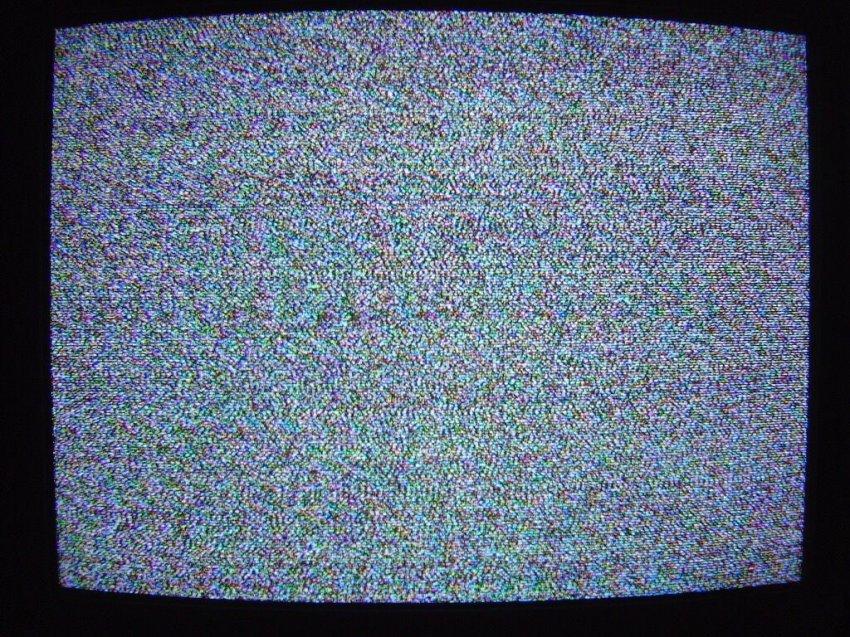 По телевизору