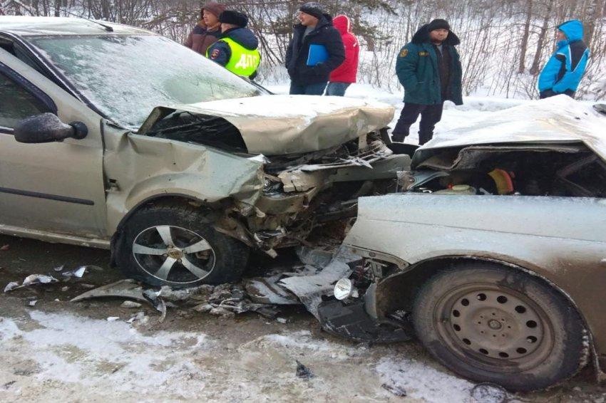 Два человека пострадали в лобовом ДТП