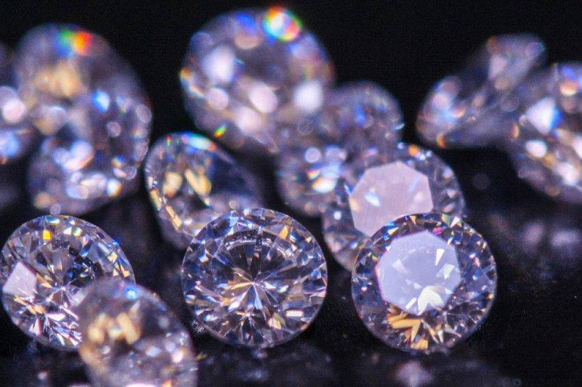 Сколько подарить бриллиантов?