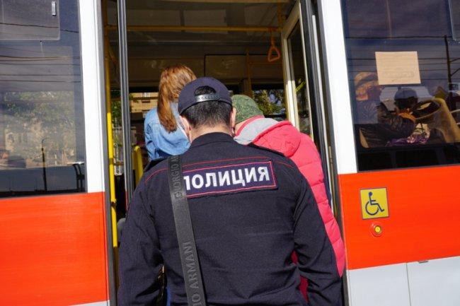 Проверяют наличие маски в трамваях