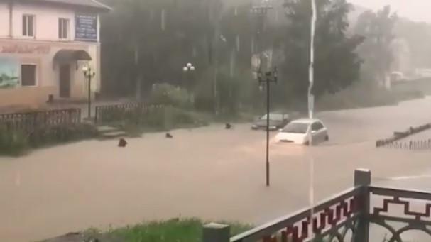 Потоки воды идут по Приморью