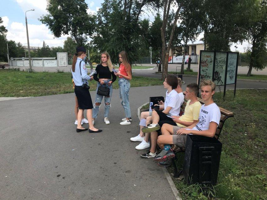 Сотрудники ГИБДД провели беседу с детьми