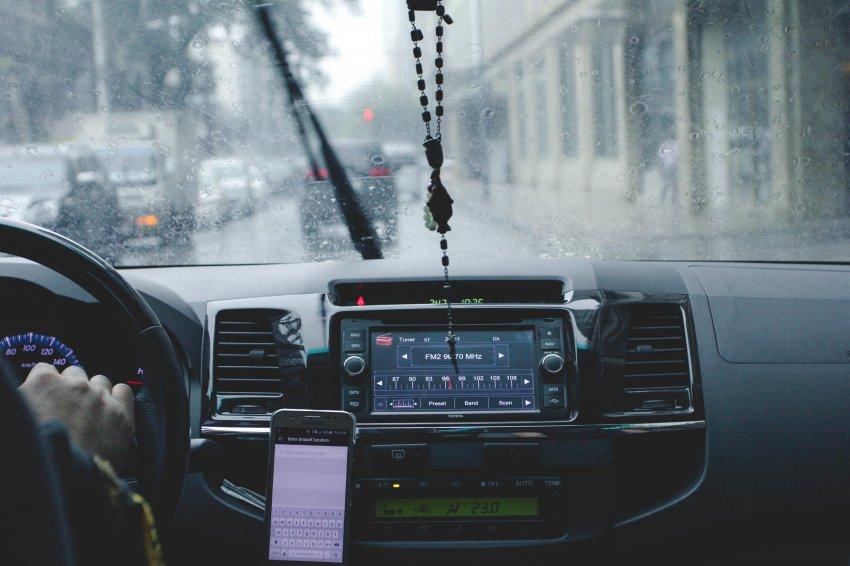 Водитель, не отвлекайся на телефон