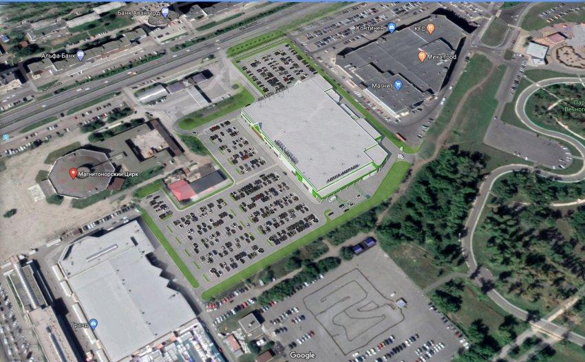 Огромный торговый центр и парковка на 720 мест