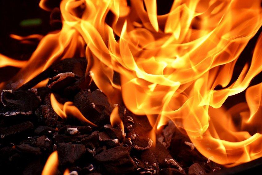 Пожар случился из-за непогашенной сигареты