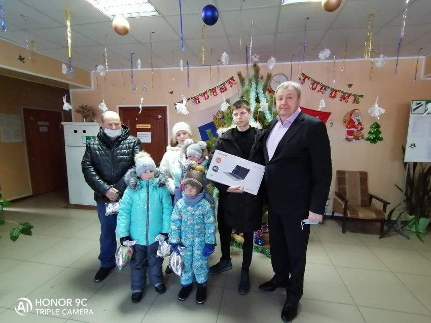 «Ёлка желаний» заставляет детей поверить в новогоднее чудо