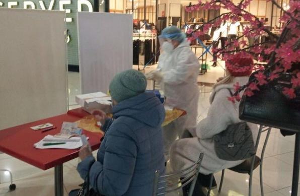 Пришли в магазин и бесплатно сдали тест на коронавирус