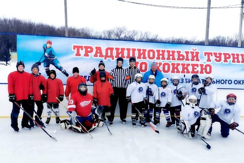 Любители дворового хоккея!