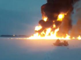 Под Нижневартовском загорелась река Обь