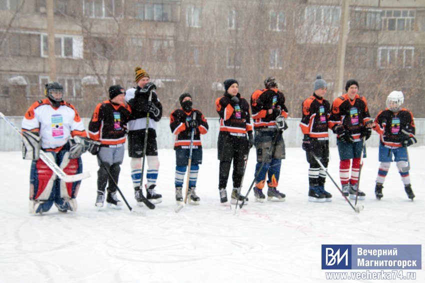 Юных хоккеистов не остановил буран.
