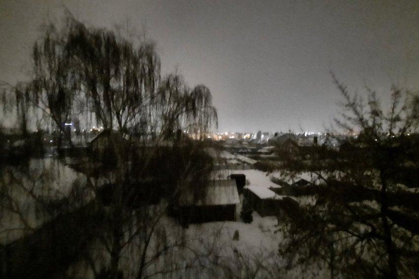 Малооблачно, слабый снег