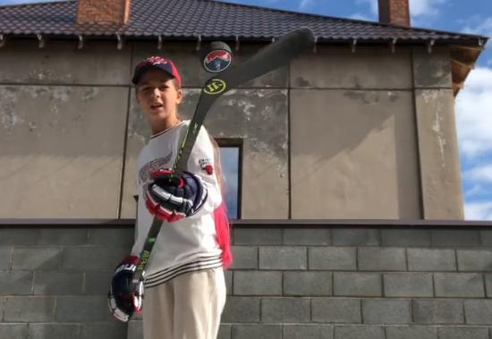 Хоккейные трюки школьницы из Магнитогорска заметили в США