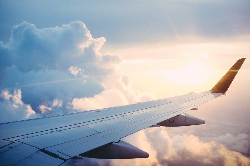 Заплатит за мат в самолёте