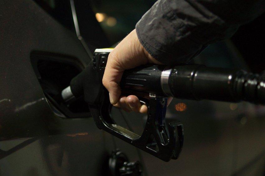 Россиянам могут подарить топливные карты на 30 литров бензина в месяц